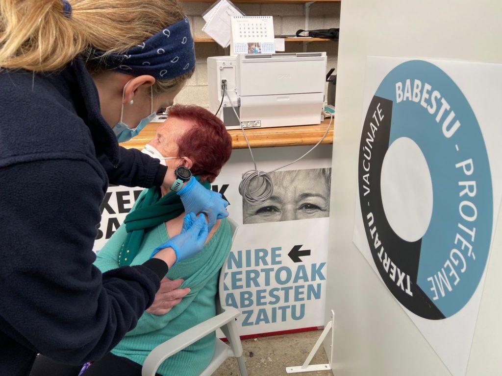 Foto de FOTO de archivo de la vacunación en Illumbe (Donostia).